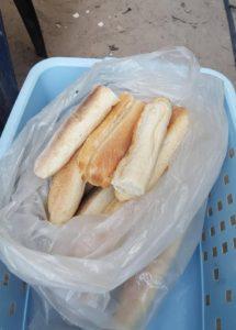 Stokbroodje voor 10 Dalasi ( 0.18 €)
